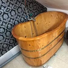 Bồn tắm gỗ pơ mu bo viền