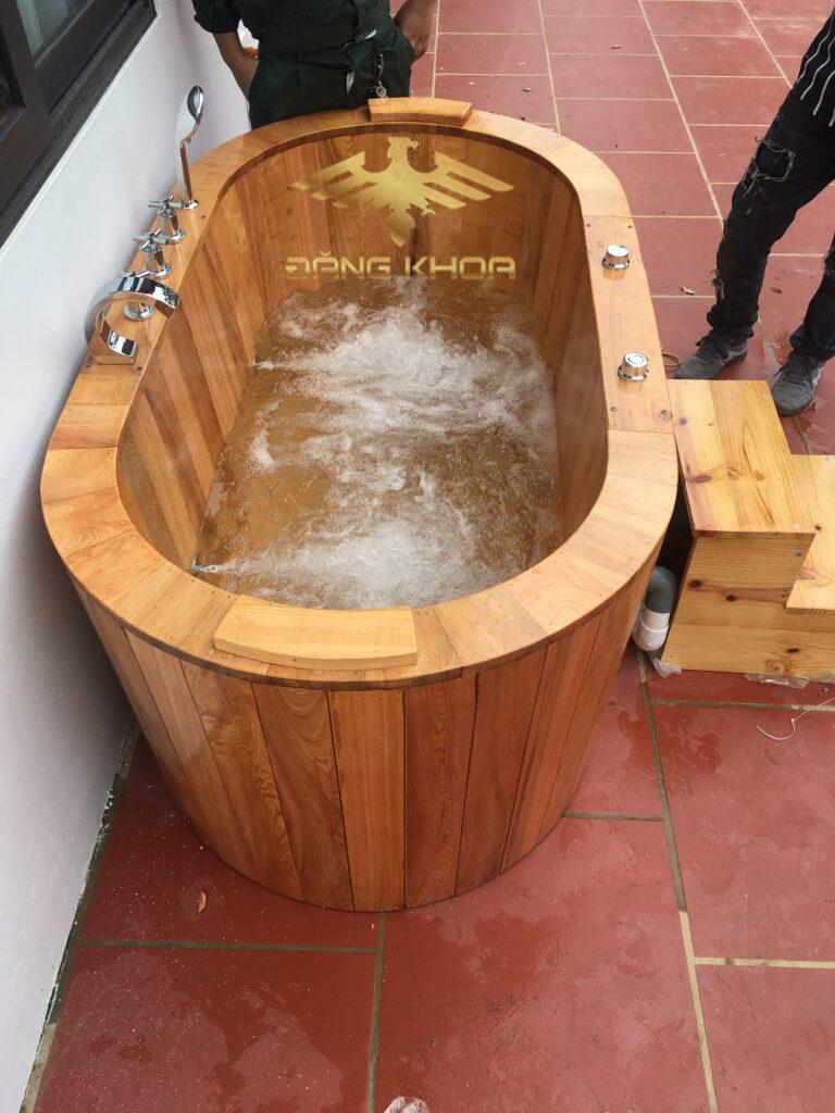 Bồn tắm gỗ sục